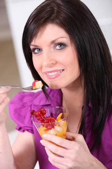 Combater a queda do cabelo com uma boa alimentacao
