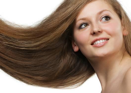 Como proteger os cabelos na praia