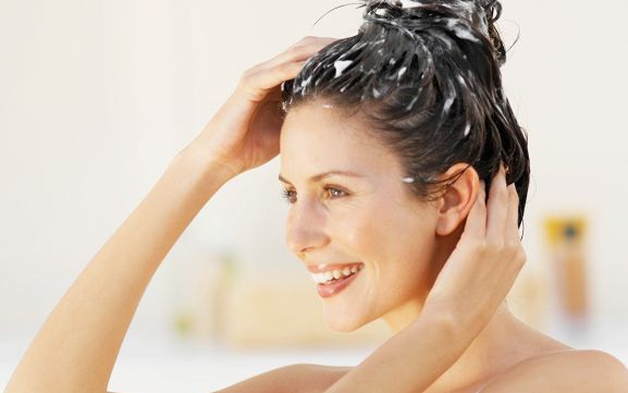 Lavagem diária dos cabelos: dicas e cuidados a ter em conta