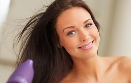 Como eliminar a eletricidade estática do cabelo