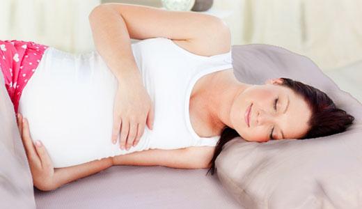 Melhor posição para dormir bem na gravidez