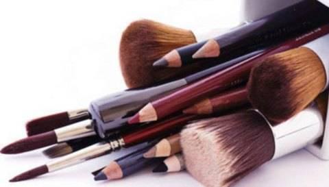 Como Limpar Pincéis de Maquilhagem