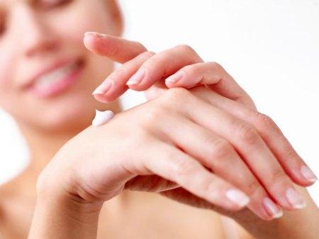 Como Cuidar das Mãos Secas e Gretadas