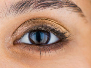 Como maquilhar olhos castanhos?
